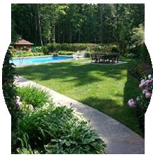 piscine_creusee_composite_gazon_synthetique